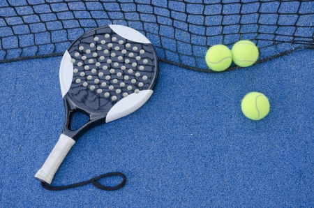 paddle tennis objects on artificial turf ready for tournament Standard-Bild