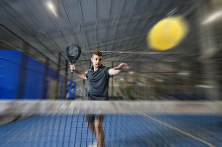 ズーム効果イメージでパドルのテニス選手 写真素材