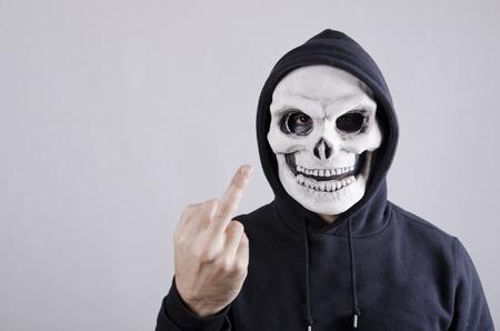 Expresiones obscenas de vandalismo con la máscara