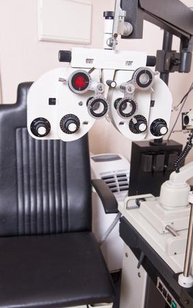 oculista: Optometrista silla, calibraci�n dioptr�as de oftalmolog�a en el laboratorio oculista