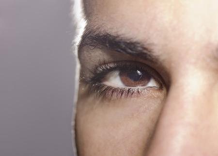 man close up: Macro immagine di uomo vicino occhio