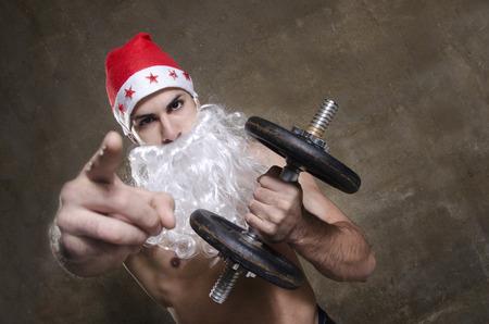 Starke Weihnachtsmann Posiert Mit Bodybuilding Haltung Ernahrung