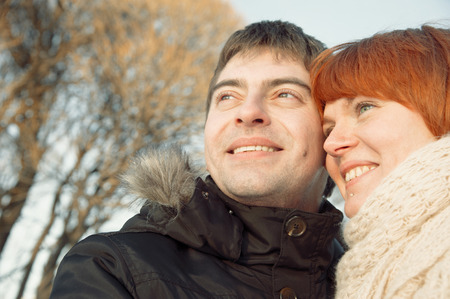couple winter: Smiling couple portrait in winter park