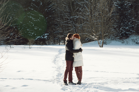 couple winter: Happy young couple stay in winter park