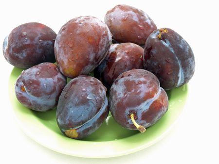 plums on the green plate