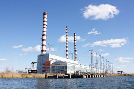 central el�ctrica: Chimenea en la estaci�n de energ�a
