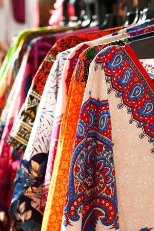 ropa colgada: ropa de percha