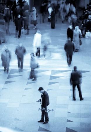 hetzen: Bewegung, die Menschen zu Fu� in u-Bahn verschwommen