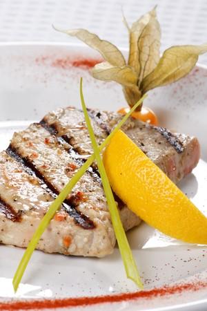 tuna fillet: tuna steak