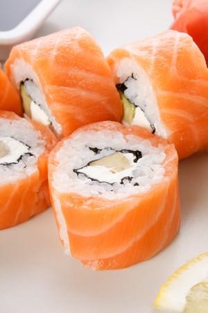 salmon ahumado: sushi en la placa