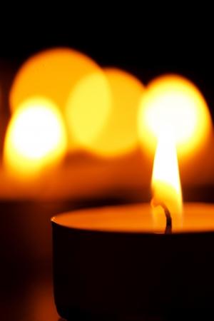 kerzen: Kerzen in der Dunkelheit