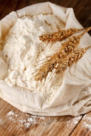 avena: Toda harina con orejas de trigo  Foto de archivo