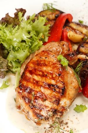 치킨 스테이크와 야채