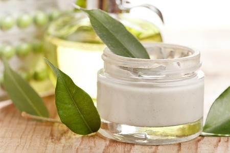 productos de belleza: botte de crema orgánica