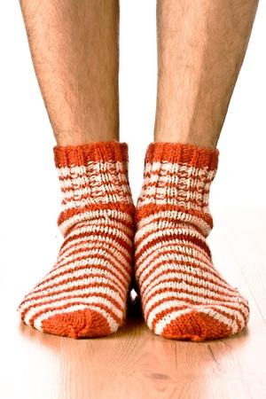 piernas hombre: las piernas del hombre en calcetines tira
