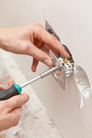 Les mains d'un électricien Banque d'images