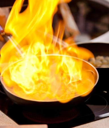 estufa: olla en el fuego Foto de archivo