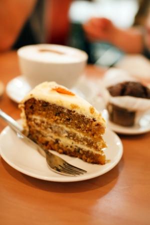 cafe y pastel: pastel de zanahoria Foto de archivo