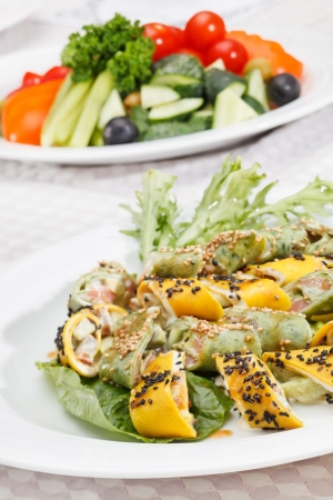 rocket lettuce: tasty appetizer with salmon and cheese
