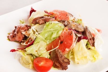 rocket lettuce: salad with beef and grapefruit