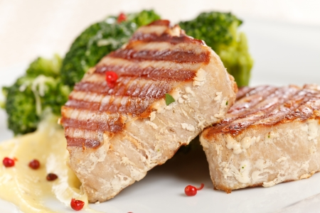 tuna steak with broccoli Stock Photo - 15573003