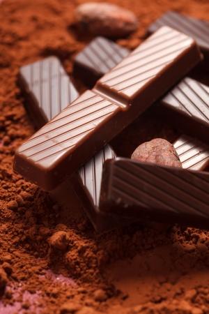 cacao beans: chocolate con granos de cacao Foto de archivo