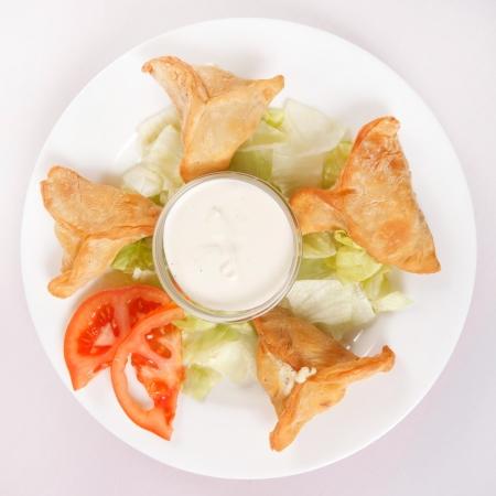 samosa: Samosa with sauce