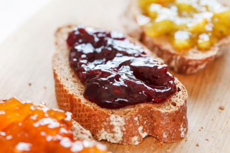 pectin: toasts with jam