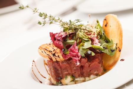 rocket lettuce: beef tartar