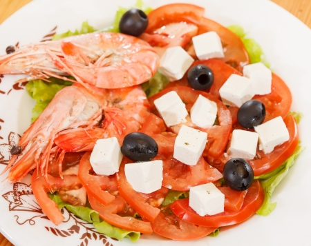 shrimps with greek salad photo