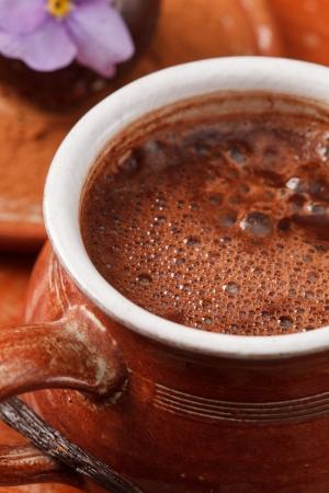 chocolate caliente: chocolate caliente con bola de chocolate