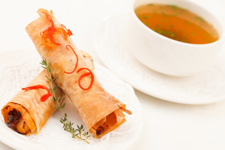 water thyme: sopa con rollos rellenos Fillo