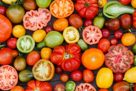farmers market: colorful tomatoes