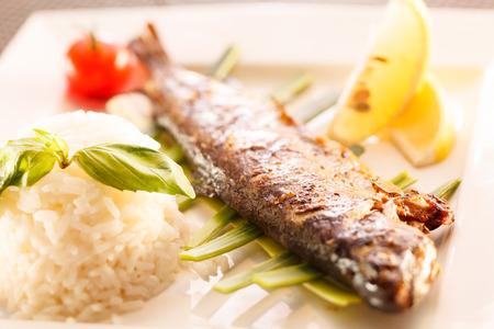 garnishing: fish with rice