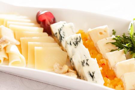 tabla de quesos: placa de queso Foto de archivo