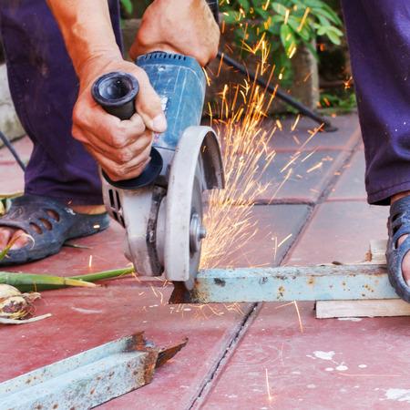 sawing: Metal sawing
