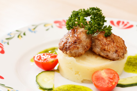 pur� di patate: Meat cutlet with mashed potatoes