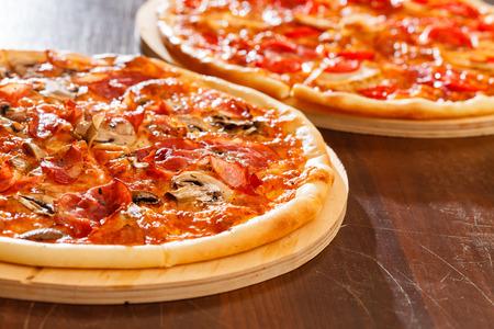 Deliciosa pizza Foto de archivo - 32013696