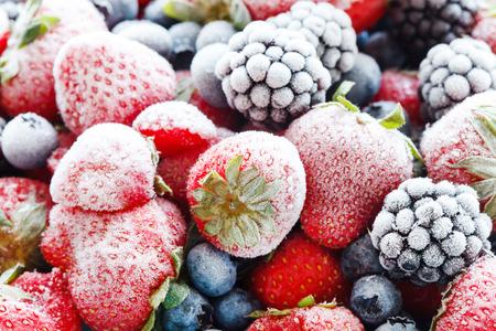 frutas: bayas congelados  Foto de archivo