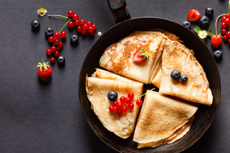 pancakes with berries 版權商用圖片