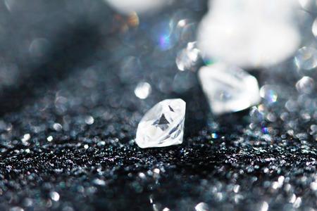 黒い背景にダイヤモンド 写真素材