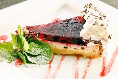 strawberry jelly: cake with strawberry jelly
