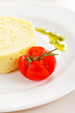 pure patatas: Pur� de patatas con tomate