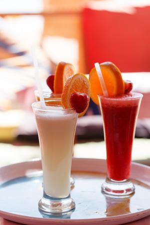verre de jus d orange: jus de fruits frais