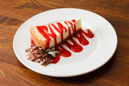 cheesecake met aardbeien saus