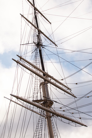 pirate crew: ship mast