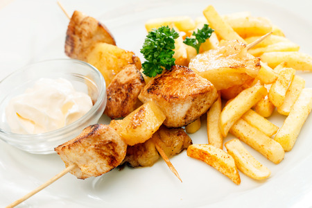 flesh: Chicken skewers with french fries