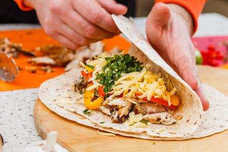 cruda: chef making tortilla