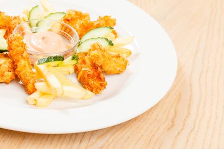 Chicken Nuggets: nuggets de pollo con papas fritas
