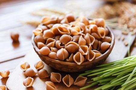 whole wheat pasta 스톡 콘텐츠